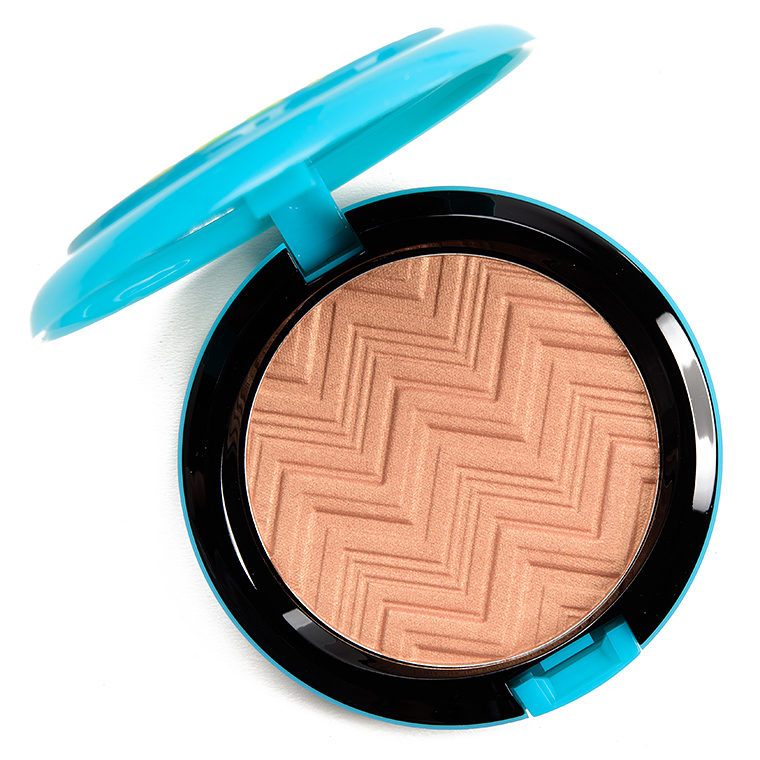 MAC Hot and Heavy Opalescent Highlighter