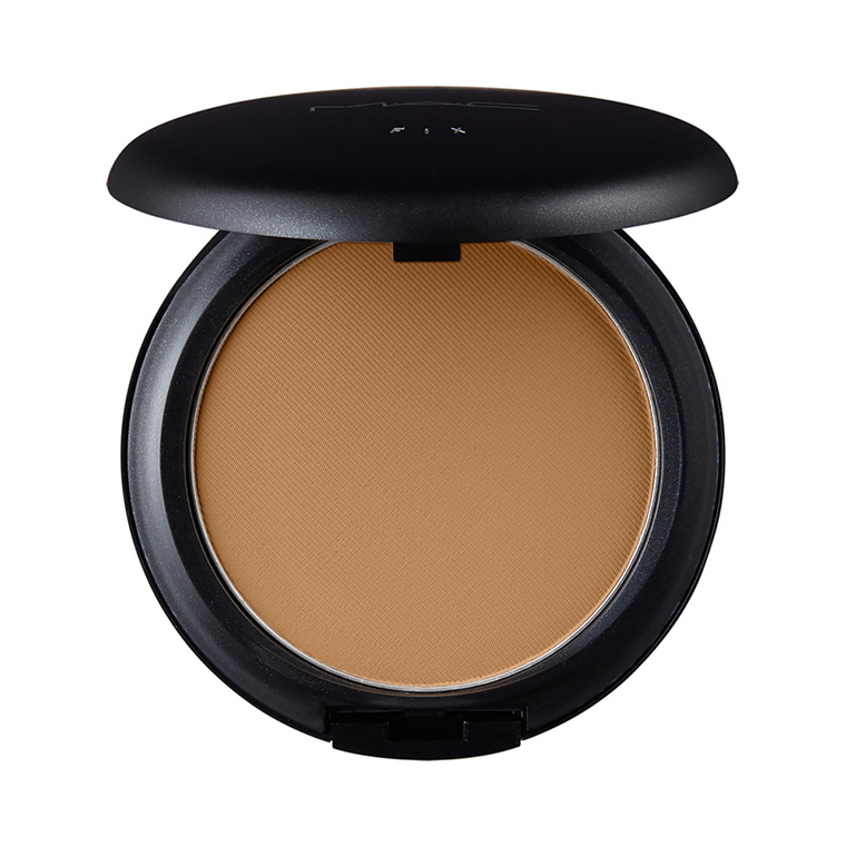 A one-step powder and foundation that provides a matte texture with medium to full coverage.