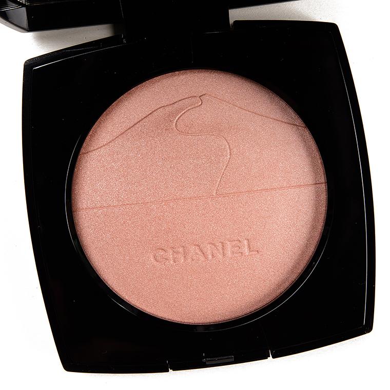 Chanel Eclat Du Desert Illuminating Powder Review Swatches