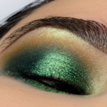 Clionadh Trefoil Jewelled Multichrome Eyeshadow