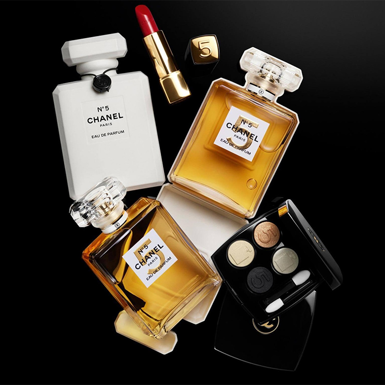 Chanel N°5 Holiday 2021 Collection
